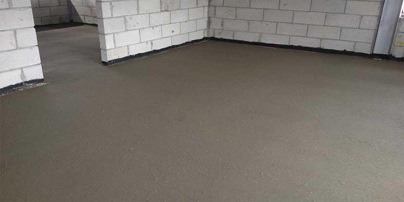 полагане на подова замазка